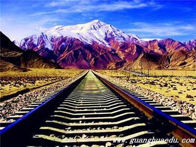 国内最适合坐火车看风景的8条线路